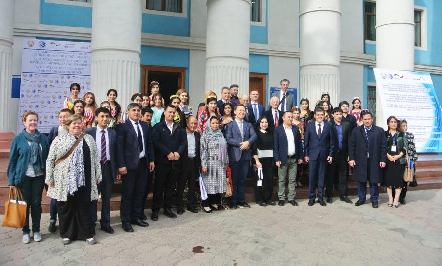 TajikAid 2017_11 Kongress_Empfang vor Uni Foto Axel KÅppers